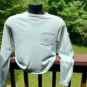 Good used condition Vineyard Vines T. Men's Small